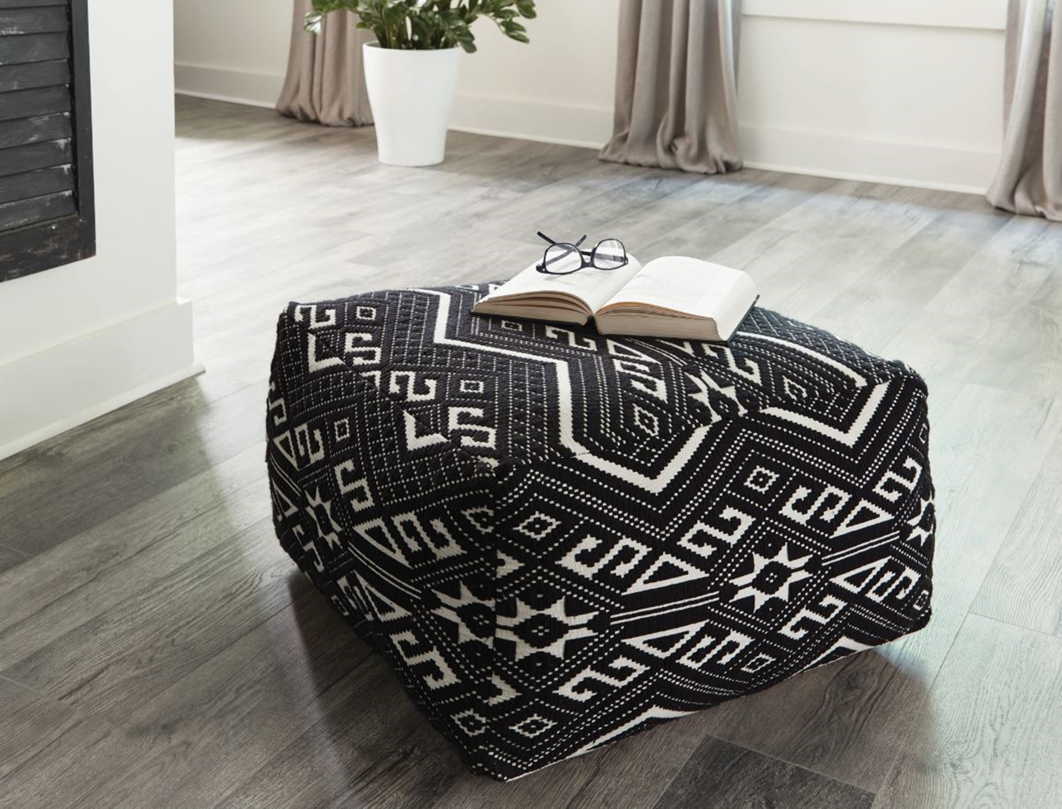 990995 - Accent Stool